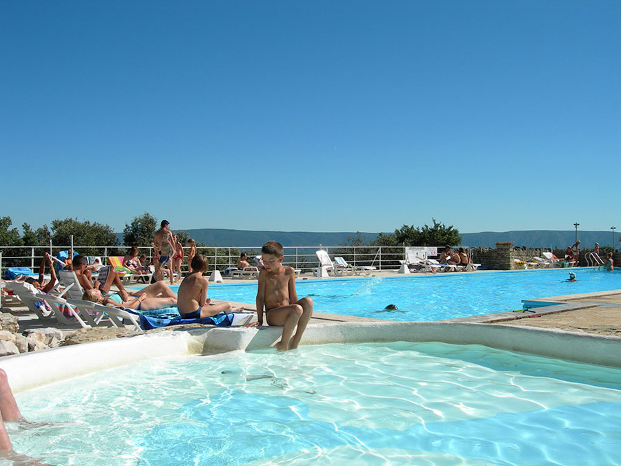 Campsite des sources to gordes in provence france for Camping en provence avec piscine